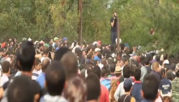 Duros enfrentamientos entre la policía de Macedonia y los inmigrantes