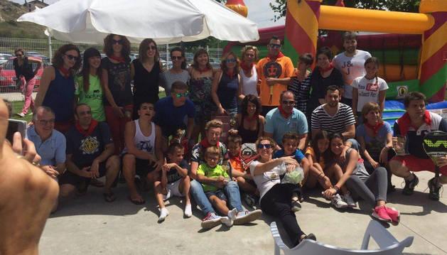 Foto de familia con los ganadores y finalistas del campeonato.