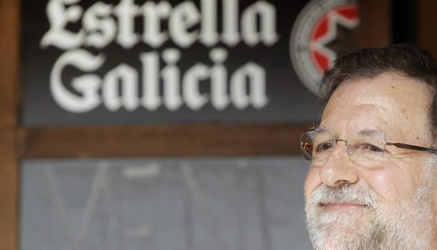 Mariano Rajoy, fotografiado en actitud relajada este sábado en Portomarín (Lugo).