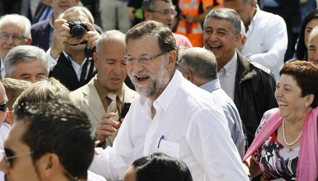 Mariano Rajoy durante su visita hoy a la localidad lucense de Portomarín.