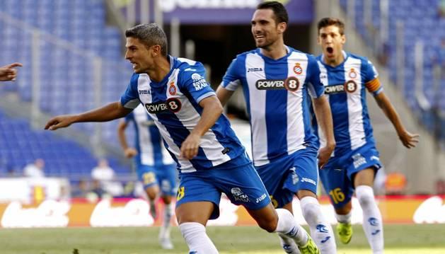 Salva Sevilla celebra su gol.