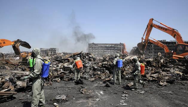 El hallazgo de otros 5 cuerpos eleva a 121 el número de muertos en Tianjin