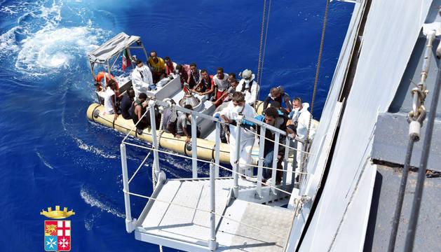 Rescatados 4.400 inmigrantes a la deriva en el Canal de Sicilia