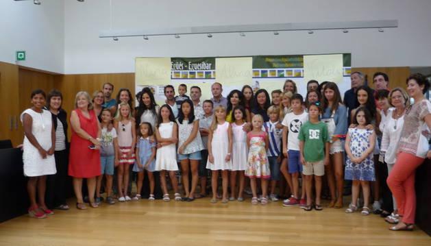 Recepción oficial del Ayuntamiento de Egüés a niños ucranianos.