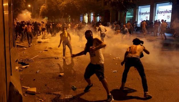 Un muerto y 50 heridos en el segundo día de protestas en Beirut