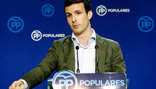 El vicesecretario General de Comunicación del PP, Pablo Casado, durante la rueda de prensa de este lunes.