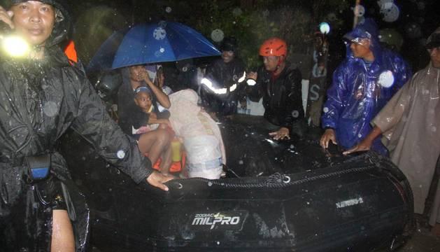 El paso del tifón 'Goni' por Filipinas se salda con 15 muertos