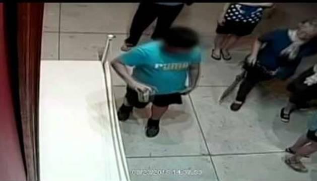 El accidente fue recogido por cámaras del museo
