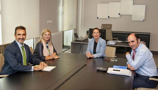 De izda. a dcha.: Equiza, Mazuelas, la Presidenta Barkos y el vicepresidente Ayerdi.