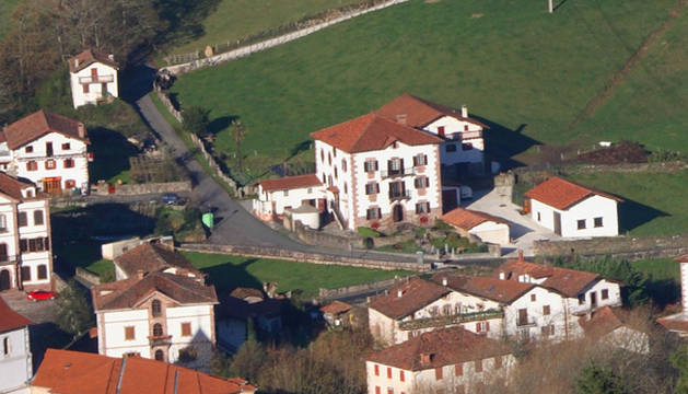 Vista parcial del centro urbano de Urdax, donde se localiza la cantera
