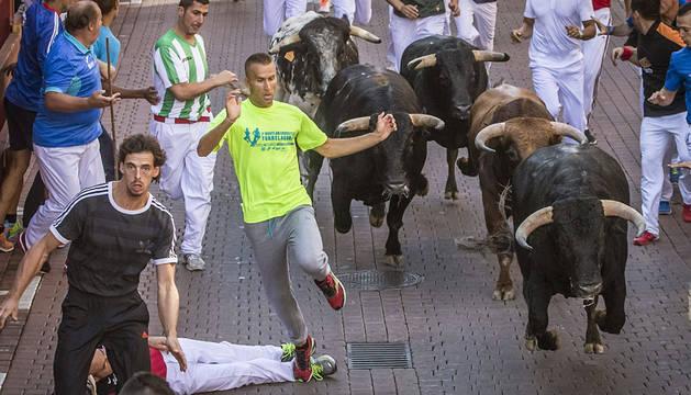 Unos 2.000 corredores han participado en el segundo encierro de San Sebastián de los Reyes.
