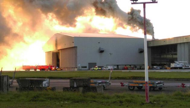 Un incendio en el aeropuerto de Dublín obliga a suspender los vuelos