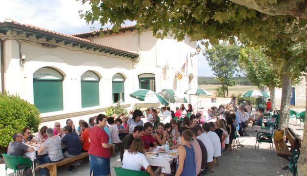 Una imagen de la comida popular a base de pochas que se celebró el pasado sábado
