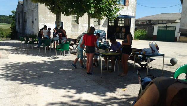 Niños y mayores participaron en el taller desarrollado en Zúñiga.