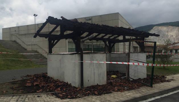 Caseta del área de emergencias, situada junto al polideportivo de Olazagutía.