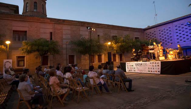 Asistentes al concierto de Usasoinu Jazz celebrado la noche del martes en Fitero.
