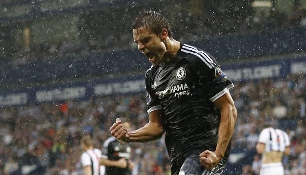 Azpilicueta celebra un gol con el Chelsea.