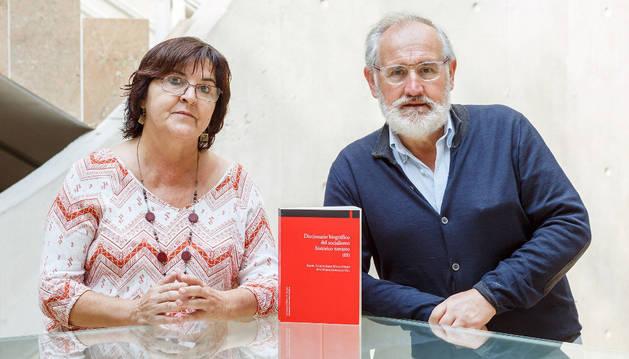 García-Sanz Marcotegui y González Gil, con el libro.