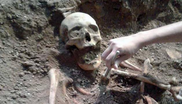 Esqueleto desenterrado.