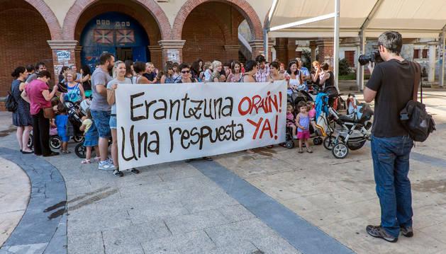 Concentración reciente de padres por el centro 0-3 en Huarte.