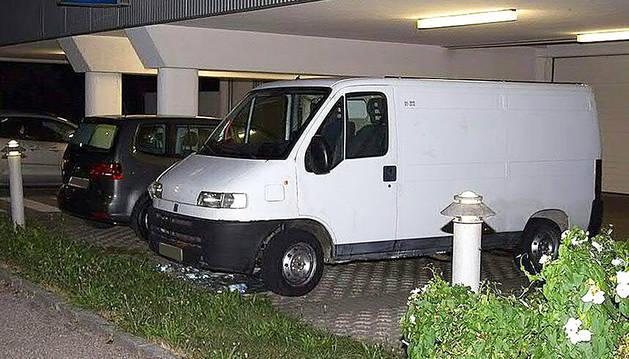 La furgoneta donde viajaban los inmigrantes.