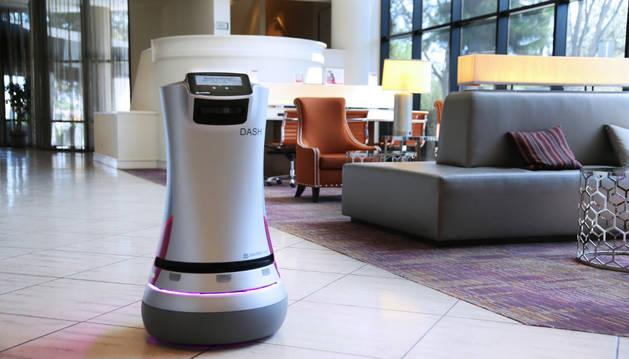 El robot que ayuda al personal de los hoteles.