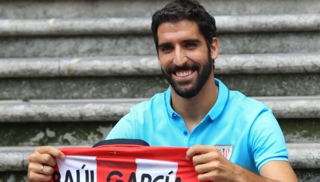 Raúl García, con la camiseta del Athletic.
