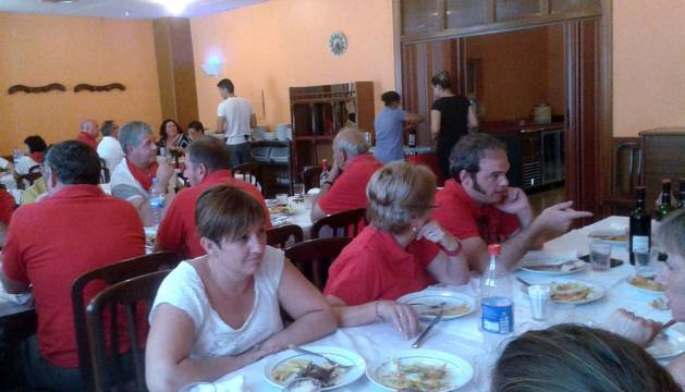 Imagen de la comida del cuarto aniversario de la peña.