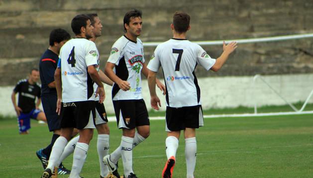 Los jugadores del Tudelano celebran un gol.