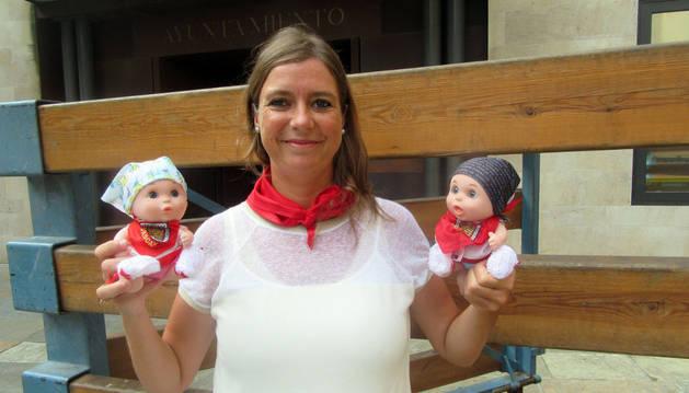 La cascantina popular, Maica Miramón Pinilla, posa junto a dos 'Baby Pelones'.