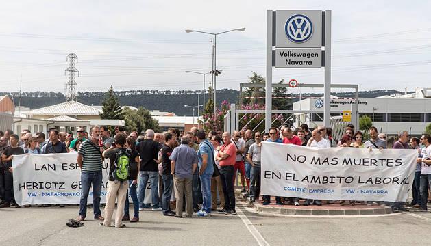 La protesta, a las puertas de Volkswagen.