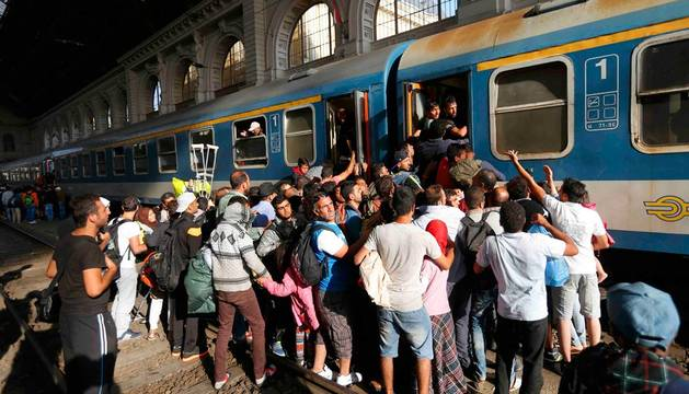 La policía húngara se retira de la entrada de la estación de Budapest
