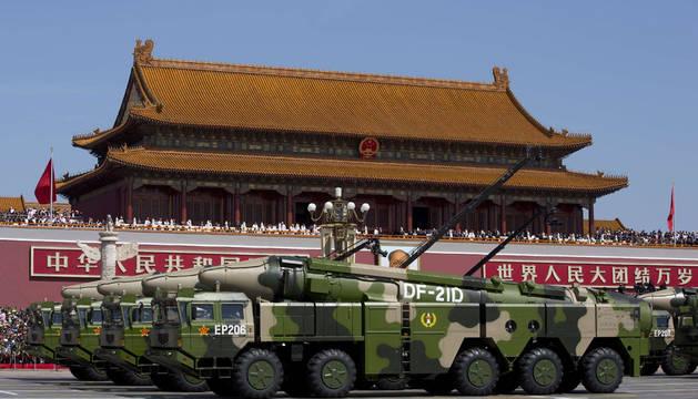 China se muestra como una gran potencia en un desfile militar