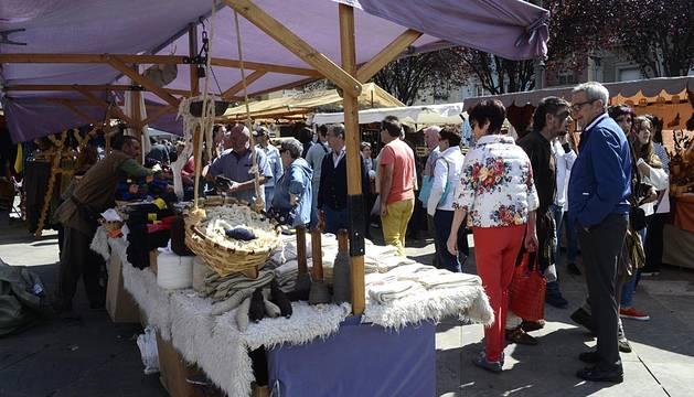 La ciudad celebra desde este fin de semana la novena edición del Mercado Medieval de los Tres Burgos, que traslada a pamploneses y foráneos a la Pamplona de hace 592 años, cuando los tres burgos se unieron.