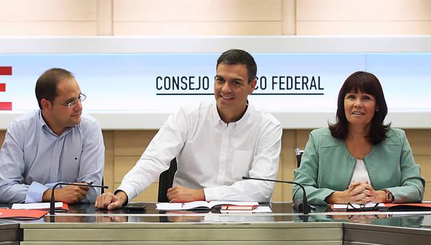 El PSOE se conjura para aplazar el debate sobre una nación catalana