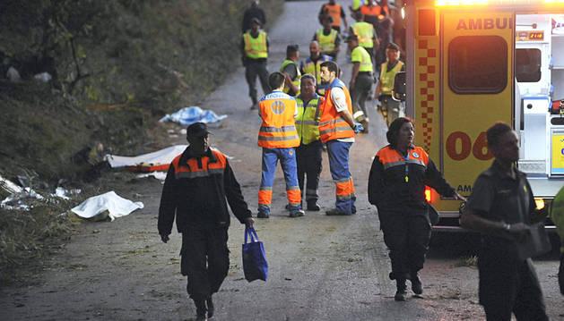 Efectivos sanitarios en el lugar donde se ha producido el accidente