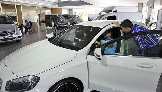 La matriculación de coches híbridos ya supera todas las ventas de 2014