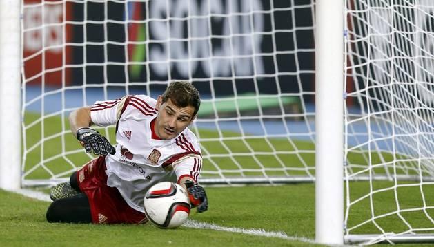 Casillas, con España.