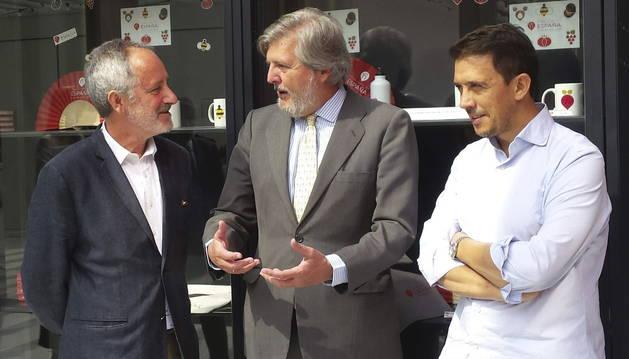 José Luis Galiana, Íñigo Méndez de Vigo y Francis Paniego durante su visita a la Expo Milán.
