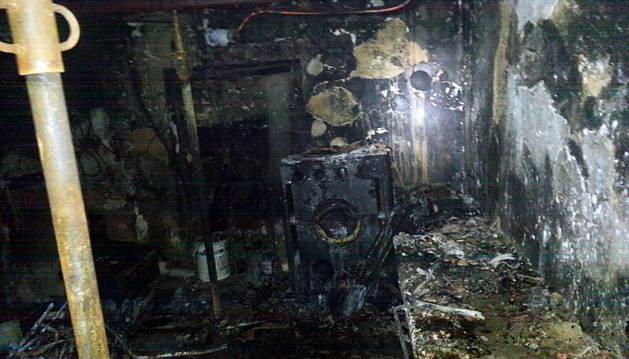 El incendio ha causado graves daños en la vivienda.