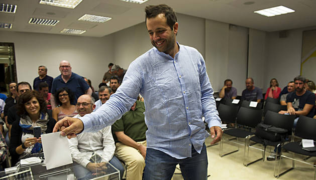 Aritz Ayesa, durante la votación.