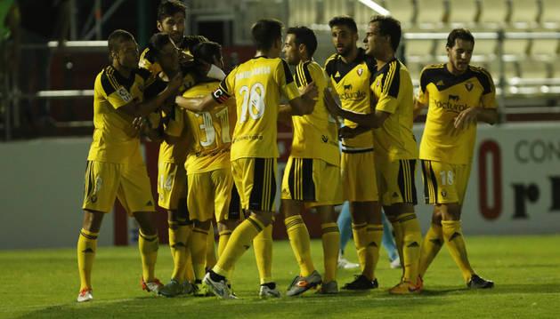 Los jugadores de Osasuna celebran el 0-2.