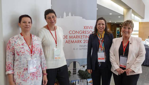 Las autoras de las dos ponencias Villanueva, Cortiñas, Chocarro y Elorz.