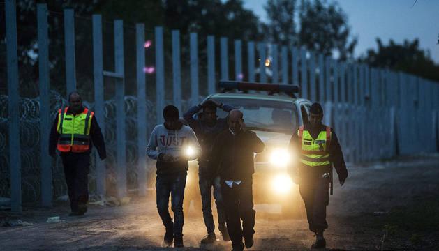 El Ejército húngaro refuerza la frontera sur con Serbia