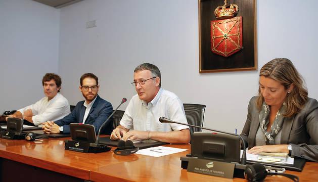 Patxi Leuza (Geroa Bai), presidente, Sergio Sayas (UPN), vicepresidente, Eduardo Santos (Podemos-Ahal Dugu), secretario de la Comisión de Régimen Foral.