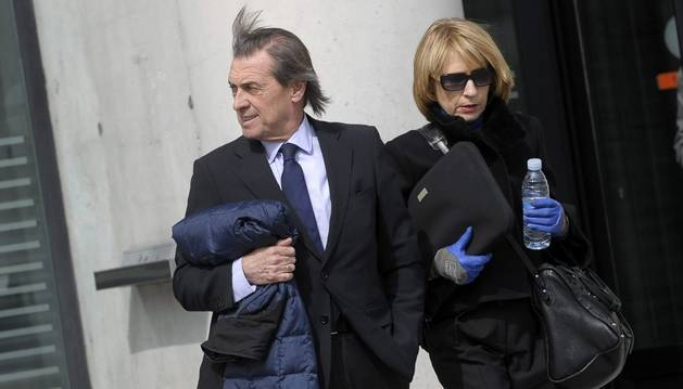 Miguel Archanco, junto a su abogada.