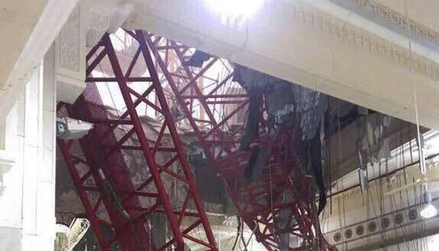 Vista general de la Mezquita de la Meca donde ha caído la grúa.