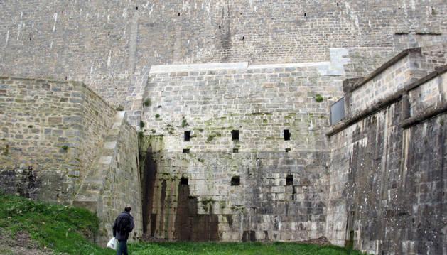 Lugar en el que se reconstruirá el puente que unía el frente amurallado de Magdalena con el Baluarte Bajo de Guadalupe y los fosos.