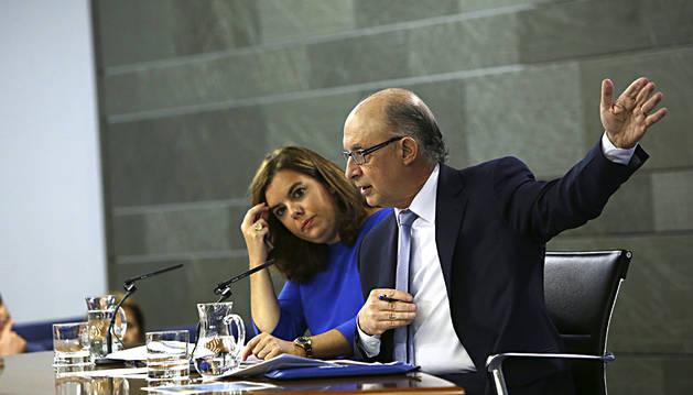 Santamaría desautoriza el mensaje de Interior de que haya refugiados yihadistas