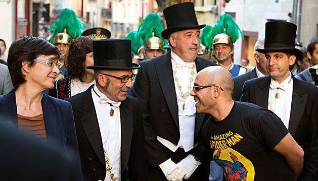 Edurne Eguino junto a Jose Abaurrea, Joseba Asiron y Aritz Romeo). Delante Armando Cuenca, con la camiseta de Spiderman.